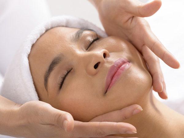 Serviço do Votre de Estética facial em Santos